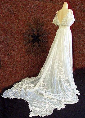 flowy wedding dress lace sleeve weddingdaze pinterest