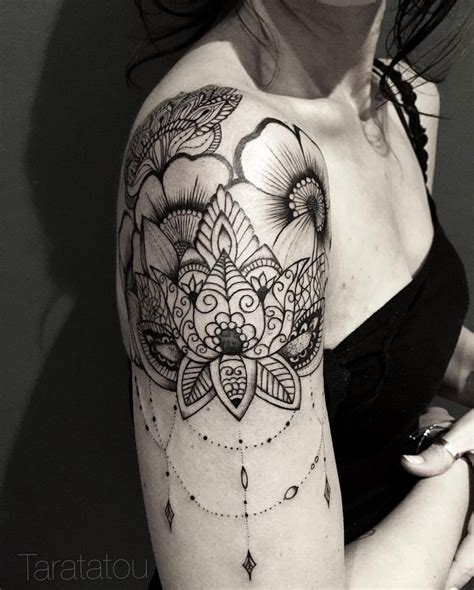 tatouage mandala lotus epaule