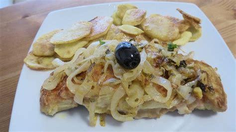 cuisiner de la morue la morue à minhota est un plat typique de la région du minho nord du portugal plat portugais