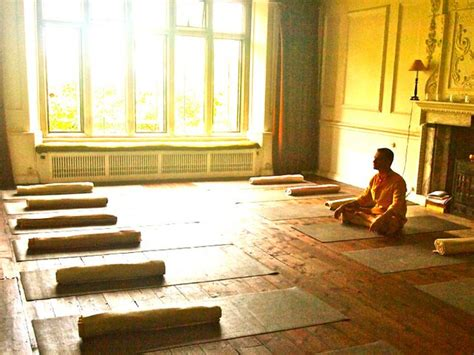 days holistic yoga retreat  uk bookyogaretreatscom