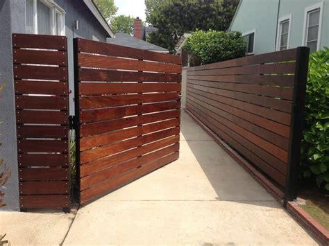 side yard gate ideas 25 best ideas about side gates on pinterest