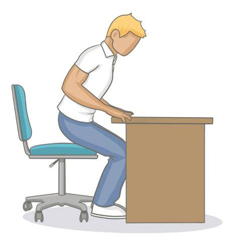 position de la chaise adopter une bonne position assise au bureau mal de dos