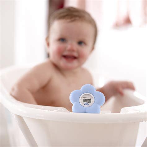 thermomètre chambre bébé thermomètre bébé de bain et chambre bleu de avent philips