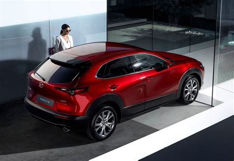 It went on sale in japan on 24 october 2019, with global units being produced at mazda's hiroshima factory. Genève 2019 - Mazda CX-30 dicht gat tussen CX-3 en CX-5
