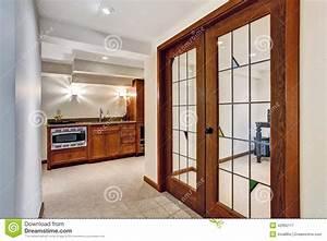 Porte De Couloir : couloir avec la porte fen tre la pi ce de bureau image stock image du barre maison 42965117 ~ Nature-et-papiers.com Idées de Décoration