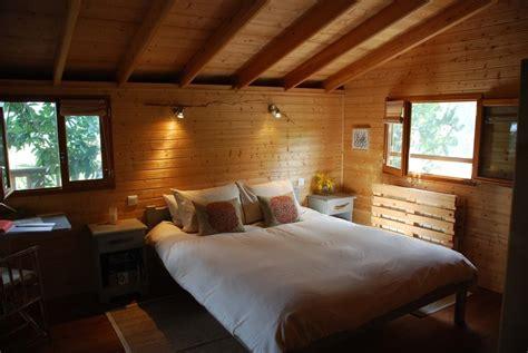 chambre cabane dans les arbres cabane dans les arbres perché dans le perche