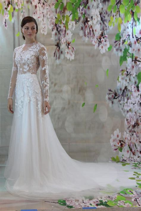 sexy romantic  lace silk bridal gown beach wedding