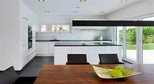 Deckenlampe Küche Modern : offene k che ~ Frokenaadalensverden.com Haus und Dekorationen