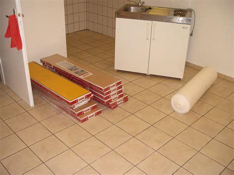Linoleum Auf Fliesen by Linoleum Auf Fliesen Linoleum Auf Fliesen Verlegen
