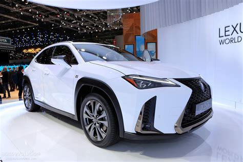 2019 Lexus UX 250h Shows Off Its Spindle Grille In Geneva ...