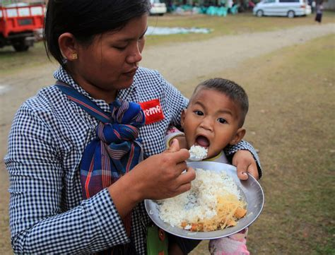 crisis myanmars kachin means jungle treks escape war