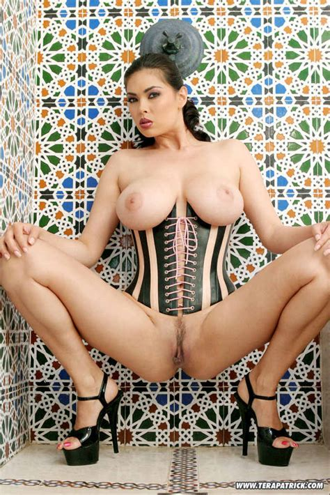 Tera Patrick Stripping And Posing In A Mosaic Shower
