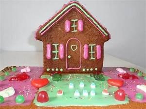 Gateau En Forme De Maison : anniversaire24 gateau anniversaire maison ~ Nature-et-papiers.com Idées de Décoration