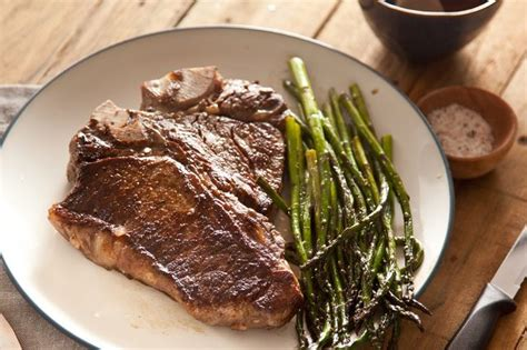 how to season a steak how to season t bone steaks with pictures ehow