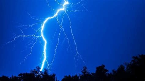 killed   states  thunderstorms lightning wreak