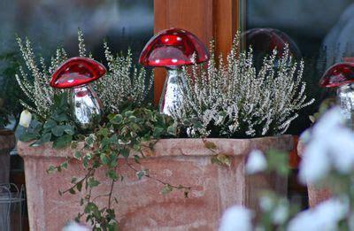 Blumenkübel Weihnachtlich Dekorieren by Winterliche Fensterbank Hof Garten Deko Weihnachten