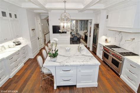 85  Kitchens with Chandelier Lighting