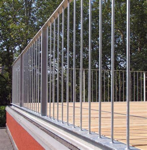 Auf Geländer by Dachterrasse Mit Gelaender Und Holzrost 05