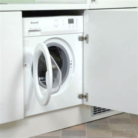 lave linge dans la cuisine lave linge encastré sous un plan de travail de cuisine