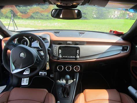 Interni Alfa Giulietta by Test Drive Alfa Romeo Giulietta Quadrifoglio Verde A