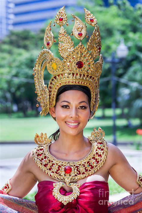 thai woman  traditional dress photograph  fototrav print