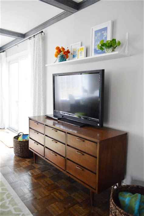 cheap easy shelf   blank spot   tv