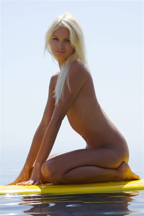 Francesca In Surf Naked Ii By Xart Photos Erotic Beauties