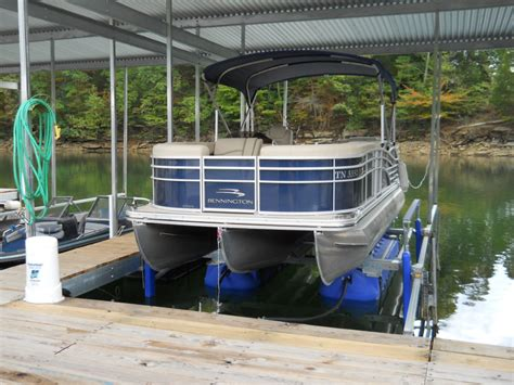 Best Pontoon Boat Lifts by Ul2 6600 Boat Lift With Bennington Boat Boat Lift