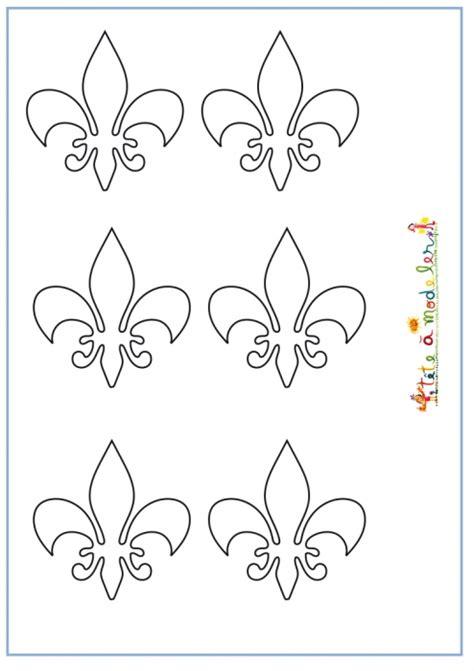 imprimer des fleurs de lis pour couronne de roi  tete