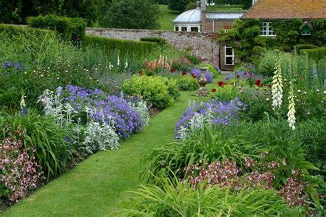 cottage garden planting scheme 1000 images about garten garden on pinterest gardens delphiniums and garden borders