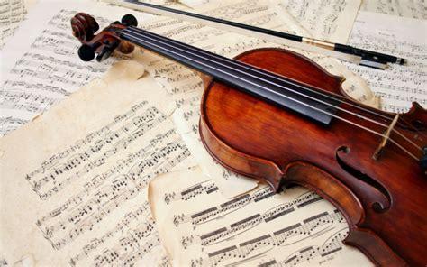 Secara umum alat musik tersebut dibagi menjadi 3 jenis, yaitu alat musik melodis, alat musik harmonis, dan alat musik ritmis. 12 Contoh Alat Musik Melodis, Gambar Beserta Cara Memainkannya