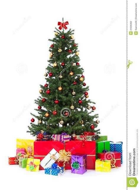 verzierter weihnachtsbaum mit vielen bunten geschenken