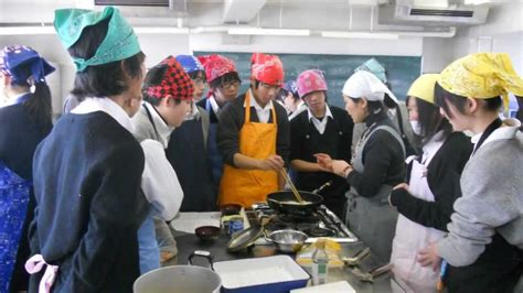 Japanese High School Cooking Class!! - YouTube