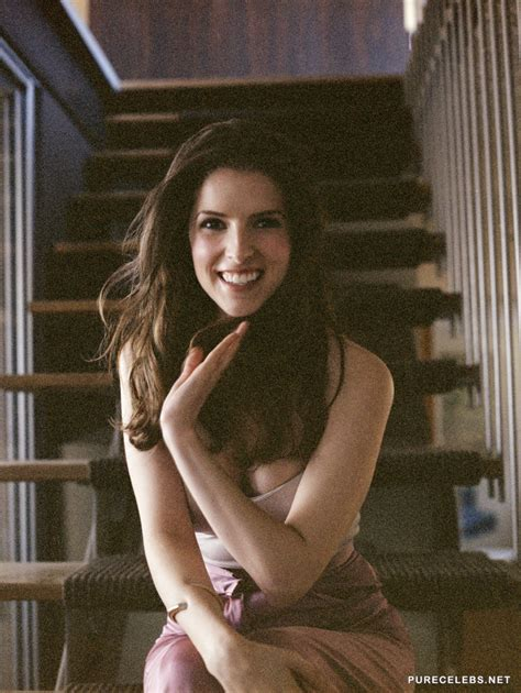 Anna Kendrick Pokies And Sexy Cleavage Photos