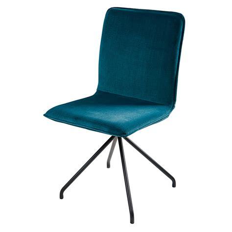la chaise et bleu chaise en velours bleu et métal noir ellipse maisons du