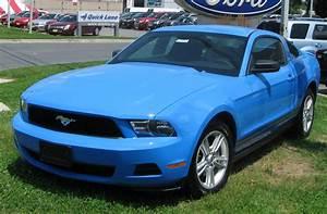 File:2010 Ford Mustang V6 2 -- 07-01-2009.jpg - Wikimedia Commons