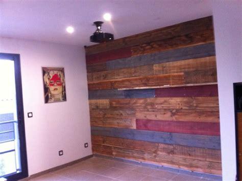 peinture meubles de cuisine mur en planche de coffrage sapin vieilli