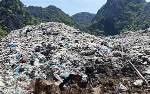 Huge landfill pollutes Sam Son Beach - News VietNamNet