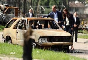 Carcasse De Voiture : cette carcasse de voiture t moigne de la violence des feux de for t qui pouss s par les vents ~ Melissatoandfro.com Idées de Décoration