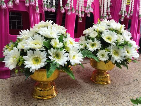 พุ่มดอกไม้สีขาว