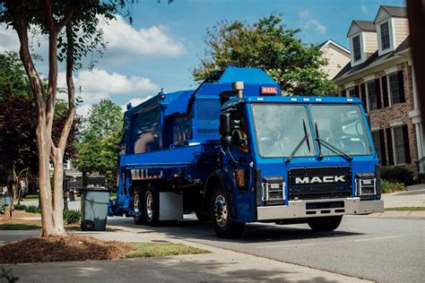mack trucks introduces  mack lr  entry cabover