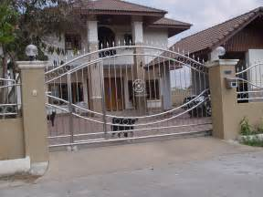 Image of: Steel Main Gate Modern House Design Home Design Gallery Decorative Fencing: Decorating The Modern House