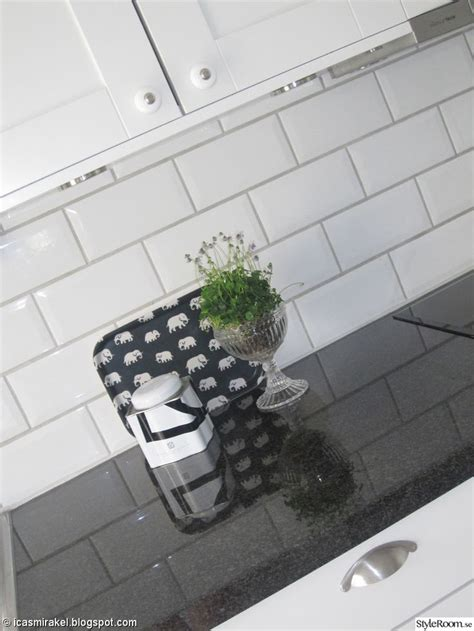 tiles backsplash kitchen 10 bilder om k 246 k p 229 gr 229 plansch och subway tiles 2802
