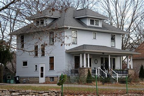 american foursquare home   architectural details