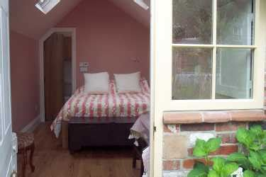 cathedral cottage winchester cathedral cottage bed and breakfast winchester hshire
