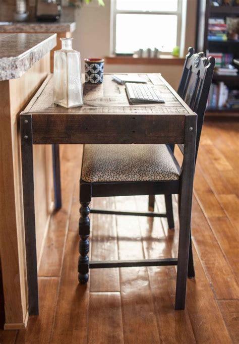 bureau patiné un grand petit bureau en bois repurposed dune palette a