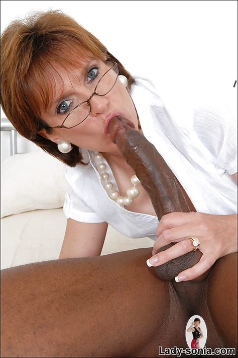 Slutty Mature Lady In Glasses Sucks And Fucks A Huge Black