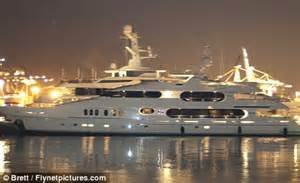 Tige Boats Price Range by Gaga Illuminati Tiger Woods Yacht Privacy Pictures