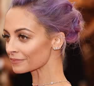 mismatched earrings trend elledecor