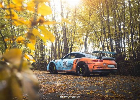 porsche  gt rs poses  rusty gulf livery carscoops